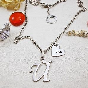 буква и love